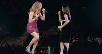 Ein scheues Mädchen geht mit Celine Dion auf die Bühne. Ihr Auftritt ist unvergesslich.