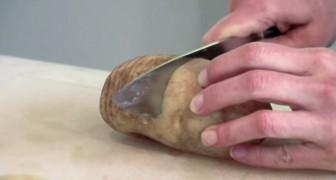 Inizia facendo 20 tagli su una patata e vi svela un segreto squisito