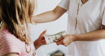 Oma geeft zakgeld aan haar kleindochter, maar ontdekt dat haar schoondochter het geld in eigen zak steekt