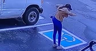 Beveiligingscamera legt vreugdedans van dakloze vast: ze is aangenomen na het sollicitatiegesprek (VIDEO)