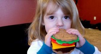 Ze denkt dat de vriendin van haar dochter slecht te eten krijgt omdat ze veganistisch is en maakt stiekem vleesgerechten voor haar klaar