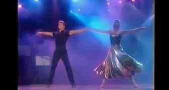 Een prachtig optreden van Patrick Swayze en zijn vrouw 21 jaar geleden. Te gek