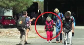 Una mujer cuple 100 años: mirenla mientras realiza el deseo de una vida!
