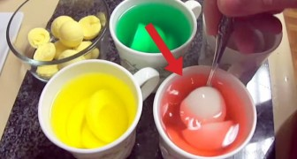 He drops a boiled egg in food coloring: his final dish will surprise you !