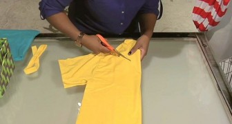 Ze begint in een oud t-shirt te knippen... 2 minuten later heeft ze het perfecte accessoire gemaakt!