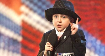 Cet enfant reçoit une ovation du public, mais pas seulement pour sa voix!