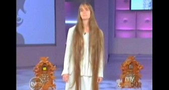 Sie hat sich ihre Haare seit 20 Jahren nicht mehr geschnitten: Ihre Verwandlung ist UNGLAUBLICH