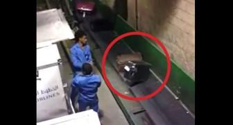 Il filme en cachette les opérateurs à l'aéroport: voilà comment nos valises sont traitées!