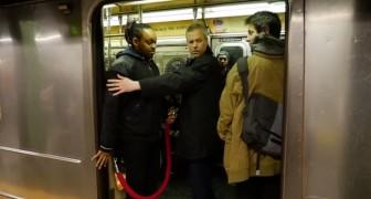 Zodra ze in de metro stappen weten ze dat het een ANDERE soort reis gaat worden!