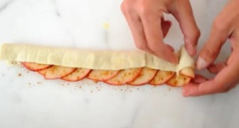 She puts some apples on a sheet of puff pastry: the end result is beautiful and ... delicious!