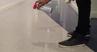 Il verse du lubrifiant sur le sol : voilà un usage alternatif et... inattendu!
