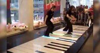Elles montent sur un piano géant: leur show va faire hurler le public