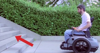 Arriva di fronte alle scale con la sedia a rotelle: questa invenzione cambierà la sua vita