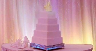 Sembra una normale torta nunziale, ma nasconde un segreto... da favola!