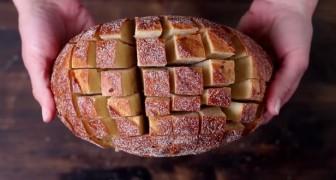 Il coupe en cube le pain : en quelques minutes, il crée un goûter à se lécher les babines