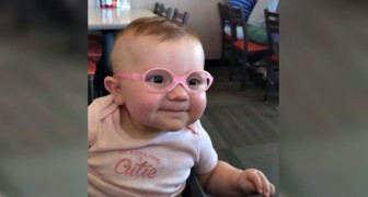 She can see her parents for the first time: the reaction of this newborn is ADORABLE !