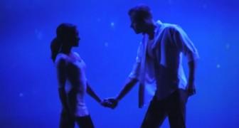 2 bailarines se dan la mano sobre el escenario: la exhibicion es absolutamente PERFECTA