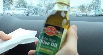 Il verse de l'huile d'olive à l'intérieur de sa voiture : ça a l'air absurde mais regardez le résultat!