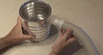 Il colle un tube à une boîte de café et crée un objet à l'effet surprenant!