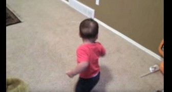 This baby is dancing salsa: keep your eyes on his feet as soon as he turns !