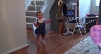 Camina por primera vez gracias a una protesis: su reaccion llenara el corazon de todos