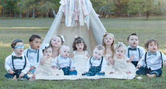 Una donna fotografa bambini con la sindrome di Down in memoria della sorella scomparsa