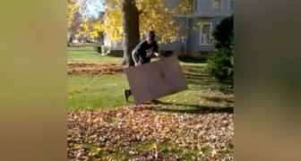 The fastest way to get rid of dry leaves ... using ONLY a piece of cardboard