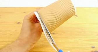 Taglia un bicchiere di plastica: guarda come lo trasforma in una scatola regalo