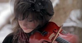 Sie spielt ein Weihnachtslied auf wunderbare Weise