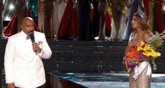 O apresentador coloca a coroa na Miss Universo... mas depois se dá conta de um terrível detalhe...