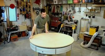 Realizza un normale tavolo di legno, ma quando lo ruota rivela un segreto!