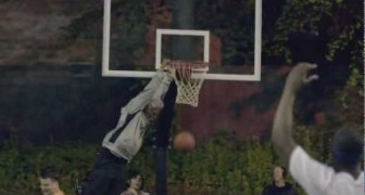 un vecchietto maestro di basket
