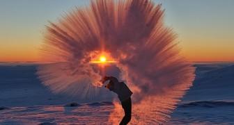 Hij gooit een kopje hete thee weg op de Noordpool... het resultaat is adembenemend!