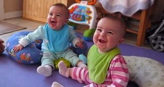 Hun vader roept: Ik ben thuis!... de reactie van deze tweeling is onbetaalbaar!