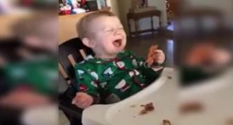 Un bébé goûte du bacon pour la première fois: sa réaction est SPECTACULAIRE
