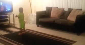 Han ser Michael Jackson på TV och härmar honom PERFEKT