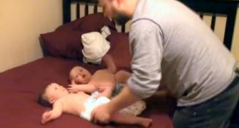 Dad must prepare the twins for the night: his BATTLE ROYAL will make you smile