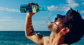 Questi 10 segnali vi avvertono che non state bevendo abbastanza acqua