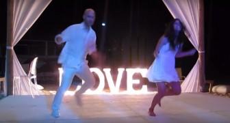 Han är en känd koreograf: på hans bröllop så utför han en galen dans!