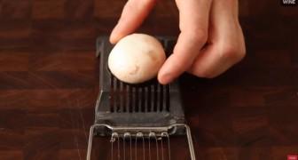 Coloca um champignon no instrumento para cortar ovos. O motivo? Simples e genial!