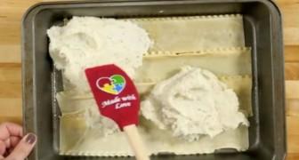 Stende del purè su uno strato di lasagne: il risultato? Mai visto prima!