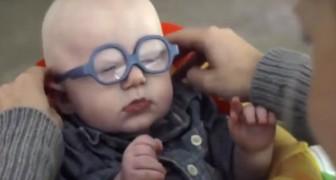 Dankzij zijn nieuwe bril kan deze baby voor de eerste keer zijn moeder zien: zijn reactie is hartverwarmend!