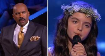 Ein 7 Jahre altes Mädchen singt einen Song aus dem Jahr 1954: Der Moderator ist von ihrem Talent begeistert