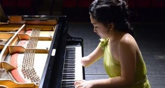 Ela tem só uma mão, mas o modo como toca o piano é espetacular!