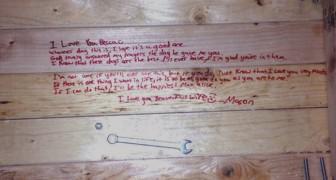 Il marito non c'è più: quando per caso solleva la sua sedia, trova un messaggio da lacrime