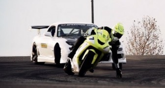 Kawasaki ZX10 vs Corvette RX7 - drift battle