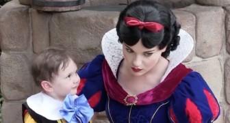 Een 2-jarig autistisch jongetje ontmoet sneeuwwitje: zijn moeder filmt dit prachtige moment