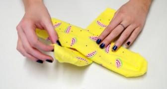 Auf diese Weise brauchen die Socken im Koffer wirklich nur das MINIMUM an Platz