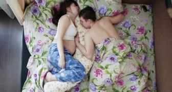 Coppie in dolce attesa immortalate durante il sonno: la dolcezza delle foto è unica