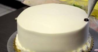 Ze transformeert een eenvoudige taart binnen 2 minuten in een meesterwerk... Wow!